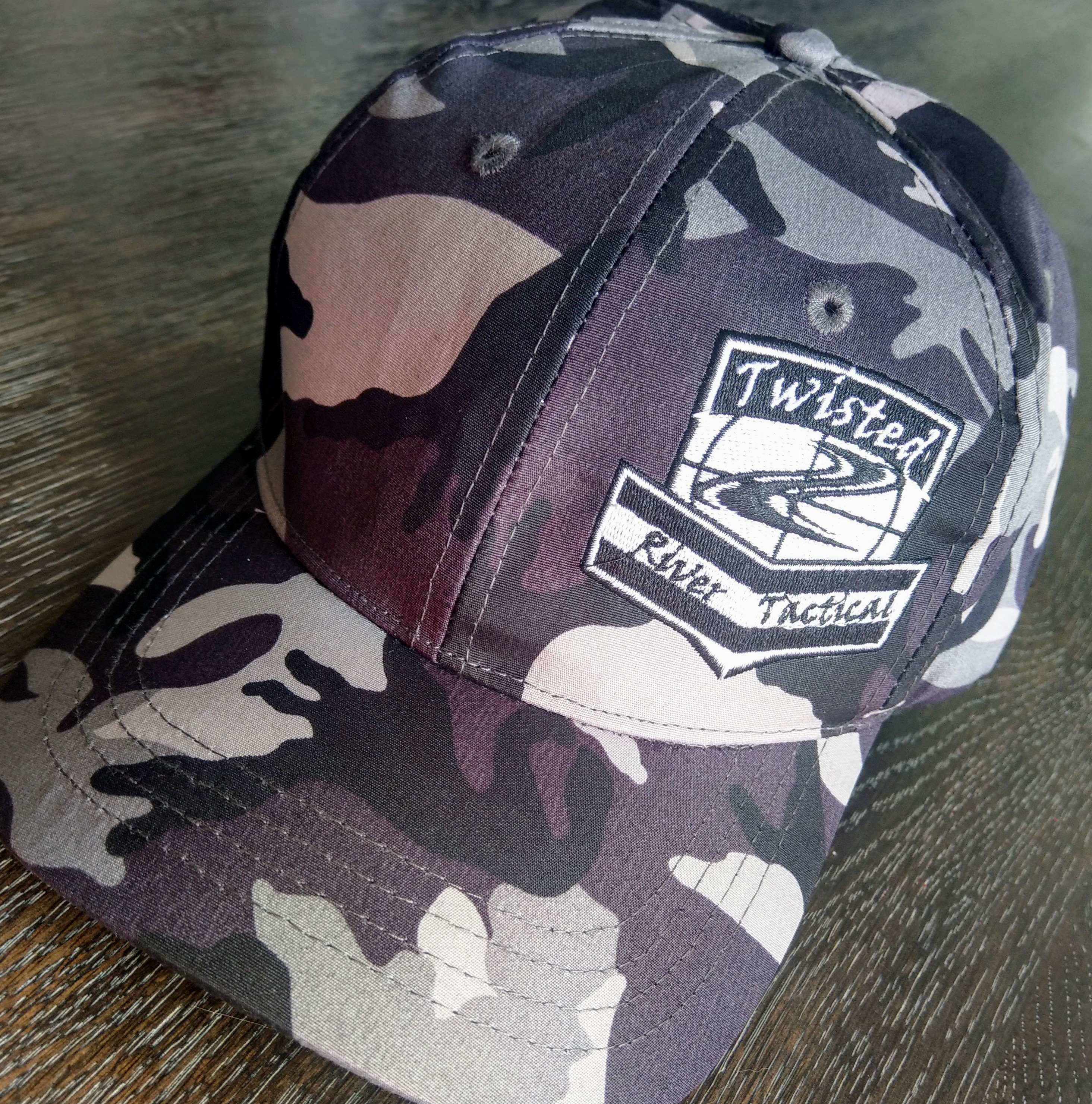 TWISTED RIVER TACTICAL CAMO FITTED CAP